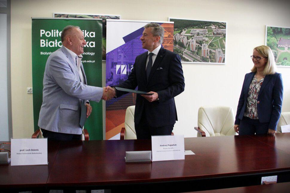 Rektor PB prof. Lech Dzienis, Prezes Zarzadu GFKM Andrzej Popadiuk podpisanie umowy