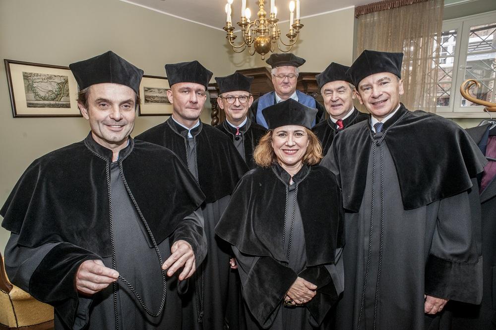Od lewej: prof. Eric Cornue EFMD, dr Przemysław Wajda, Ramón O'Callagh, Eric Waarts RSM, Virginie de Barnier, prof. Wojciech Rybowski, Andrzej Popadiuk